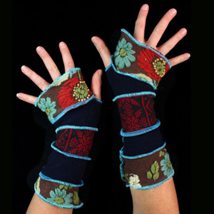 Make your own Katwise Armwarmers with <a target='_blank' href='https://www.etsy.com/listing/88142928/arm-warmer-pattern-great-christmas-gift?ref=shop_home_feat_3' title='Armwarmer Tutorial' > my tutorial</a>   <a target='_blank' href='http://pinterest.com/pin/create/link/?media=http%3A%2F%2Fwww.katwise.com%2Fimg%2Fclothing%2Farmwarmer_004.jpg' title='Pin It!'  <a class='icon fa fa-pinterest fa-fw fa-lg' ></a>