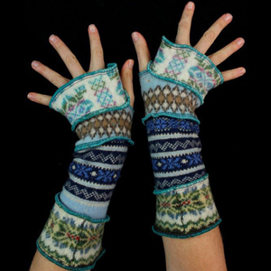 Make your own Katwise Armwarmers with <a target='_blank' href='https://www.etsy.com/listing/88142928/arm-warmer-pattern-great-christmas-gift?ref=shop_home_feat_3' title='Armwarmer Tutorial' > my tutorial</a>   <a target='_blank' href='http://pinterest.com/pin/create/link/?media=http%3A%2F%2Fwww.katwise.com%2Fimg%2Fclothing%2Farmwarmer_006.jpg' title='Pin It!'  <a class='icon fa fa-pinterest fa-fw fa-lg' ></a>