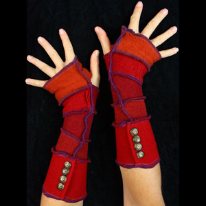 Make your own Katwise Armwarmers with <a target='_blank' href='https://www.etsy.com/listing/88142928/arm-warmer-pattern-great-christmas-gift?ref=shop_home_feat_3' title='Armwarmer Tutorial' > my tutorial</a>   <a target='_blank' href='http://pinterest.com/pin/create/link/?media=http%3A%2F%2Fwww.katwise.com%2Fimg%2Fclothing%2Farmwarmer_015.jpg' title='Pin It!'  <a class='icon fa fa-pinterest fa-fw fa-lg' ></a>