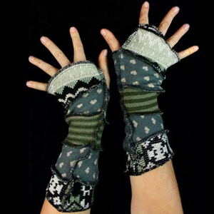 Make your own Katwise Armwarmers with <a target='_blank' href='https://www.etsy.com/listing/88142928/arm-warmer-pattern-great-christmas-gift?ref=shop_home_feat_3' title='Armwarmer Tutorial' > my tutorial</a>   <a target='_blank' href='http://pinterest.com/pin/create/link/?media=http%3A%2F%2Fwww.katwise.com%2Fimg%2Fclothing%2Farmwarmer_016.jpg' title='Pin It!'  <a class='icon fa fa-pinterest fa-fw fa-lg' ></a>