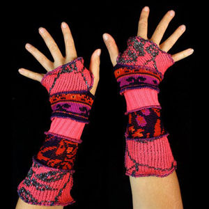 Make your own Katwise Armwarmers with <a target='_blank' href='https://www.etsy.com/listing/88142928/arm-warmer-pattern-great-christmas-gift?ref=shop_home_feat_3' title='Armwarmer Tutorial' > my tutorial</a>   <a target='_blank' href='http://pinterest.com/pin/create/link/?media=http%3A%2F%2Fwww.katwise.com%2Fimg%2Fclothing%2Farmwarmer_017.jpg' title='Pin It!'  <a class='icon fa fa-pinterest fa-fw fa-lg' ></a>