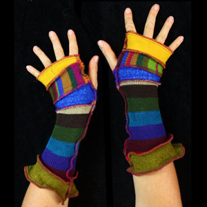 Make your own Katwise Armwarmers with <a target='_blank' href='https://www.etsy.com/listing/88142928/arm-warmer-pattern-great-christmas-gift?ref=shop_home_feat_3' title='Armwarmer Tutorial' > my tutorial</a>   <a target='_blank' href='http://pinterest.com/pin/create/link/?media=http%3A%2F%2Fwww.katwise.com%2Fimg%2Fclothing%2Farmwarmer_018.jpg' title='Pin It!'  <a class='icon fa fa-pinterest fa-fw fa-lg' ></a>