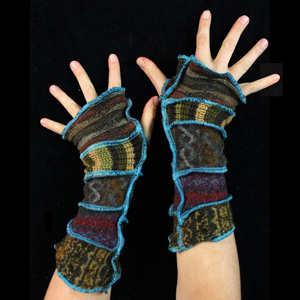 Make your own Katwise Armwarmers with <a target='_blank' href='https://www.etsy.com/listing/88142928/arm-warmer-pattern-great-christmas-gift?ref=shop_home_feat_3' title='Armwarmer Tutorial' > my tutorial</a>   <a target='_blank' href='http://pinterest.com/pin/create/link/?media=http%3A%2F%2Fwww.katwise.com%2Fimg%2Fclothing%2Farmwarmer_023.jpg' title='Pin It!'  <a class='icon fa fa-pinterest fa-fw fa-lg' ></a>