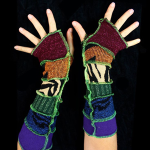 Make your own Katwise Armwarmers with <a target='_blank' href='https://www.etsy.com/listing/88142928/arm-warmer-pattern-great-christmas-gift?ref=shop_home_feat_3' title='Armwarmer Tutorial' > my tutorial</a>   <a target='_blank' href='http://pinterest.com/pin/create/link/?media=http%3A%2F%2Fwww.katwise.com%2Fimg%2Fclothing%2Farmwarmer_025.jpg' title='Pin It!'  <a class='icon fa fa-pinterest fa-fw fa-lg' ></a>